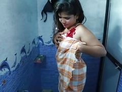 Hot bhabhi ka bathroom romance