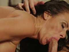 Ravishing brunette MILF rides after giving an amazing blowjob