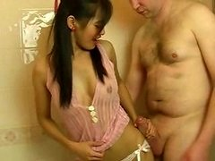Attractive little Thai gal gives him a bj while in the bathtub