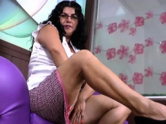 LatinChili Hot Grown-up Kitten Plays with Toys