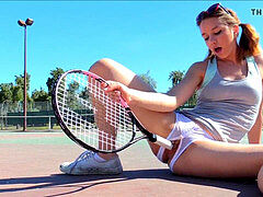 Preciosa anglosajona tennis racket injection urinating pissing