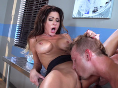 Sinful doctor Jessica Jaymes fucks a aroused patient