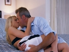 Attractive mature chick gives her lover a 2nd chance