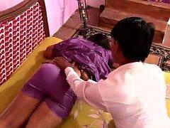 Hot Boobalicious N.Indian Aunty's HUGE Jugs Nipple Slip