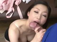 Pretty Japanese Mature's Fuckbox Creampied