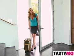 Having an intercourse Mind-boggling Stepmom And His Girlfriend