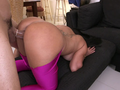 Bubble tush in tight leggings is too hot to not fuck it hard