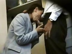 Frances branle au bureau