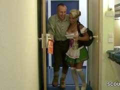 Teeny Im Dirndl Mit Dicken Titten Beim Oktoberfest Gefickt