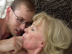 A granny with a loose old body is in the garden, getting fucked