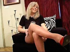Grown-up in shiny pantyhose Gretchen from 1fuckdatecom