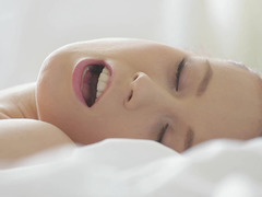Dildo helps redhead to wake up and get positive emotions for day