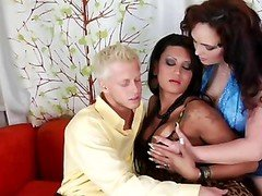 Couple Have an intercourse Ladyboy