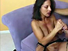 blowjobs from a brunette cougar