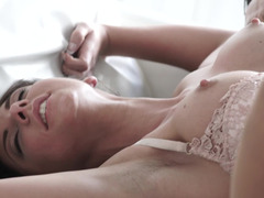 Butthole of sleeping girlfriend is happy to be drilled in the morning