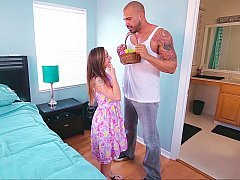 Sizeable muscled guy and a petite cutie