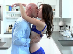 Horny buddy distratcs his GF from preparing food