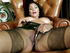 Foxy brunette rips open nylon pantyhose plays toys soaked pussy
