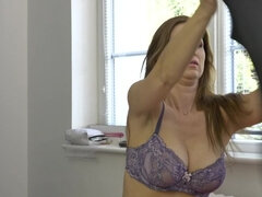 Hot mom fingering herself