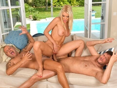 Beautiful double penetration with a glamorous blonde Kitana Lure