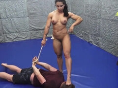 Muscled mistress punishes beefy dude