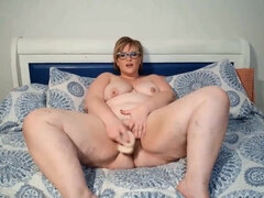 Fat ass BBW babe in eyeglasses solo on cam