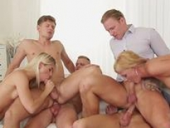 A pair of blondes in hot bisex orgy