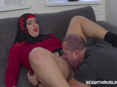 Arab MILF in hijab blows English tutor's penis