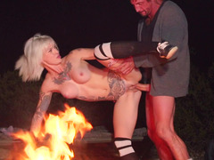 Kleio Valentien and her new paramour Tommy Gunn fuck in park