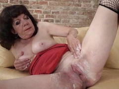 Grown-up mom Harrietta shaving her hairy bush