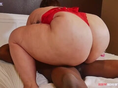 BBW Lily Casanova Gives Up The Bootie