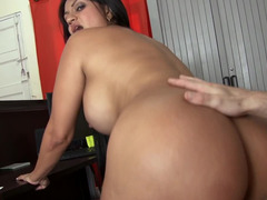 A Latina that loves getting her ass touched is giving us a sexy smiles