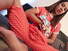 youthfull thai kathoey paws her bung