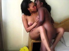 African cutie plays with her plump girlfriends coochie