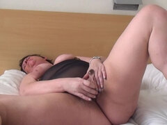 Dutch big mature slut fingering herself