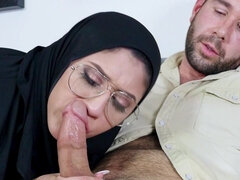 Naughty arab chick Angel Del Rey prefers taking it in her ass