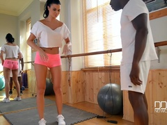 Kinky Private Session: Gym Instructor Babe Enjoys Big Black Cock