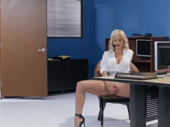 Magnificent blonde chick nailed by her boss in the office