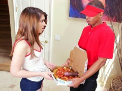Joseline Kelly worshipped the pizza delivery guy's big black cock