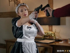 Submissive maid with big ass Liza Del Sierra fucked by a giant dick