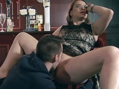 Cum floozy loves a enormous load on her face