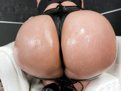 Kristy Black shows off her amazing big oiled ass