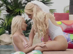 Molly Mae & Rharri Rhound make out & eat each other poolside