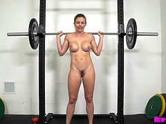 Muscle milf works out bare