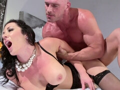 Jayden Jaymes bangs a big penis & cumms all over it as revenge