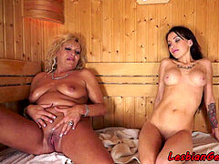 Bigtits les mature strokes with nubile