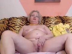 PAWG granny adult model on webcam knows how to do her job 69084