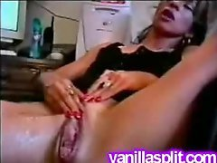 Non-pro white floozy snatch gape and additionally squirt