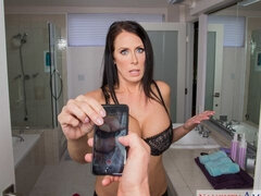 Peeping-Tom Gets More Than A Sneaky Shower Video of Reagan Foxx