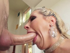 Hot blonde Soccer mom with flawless bum deepthroats love tool before sex
